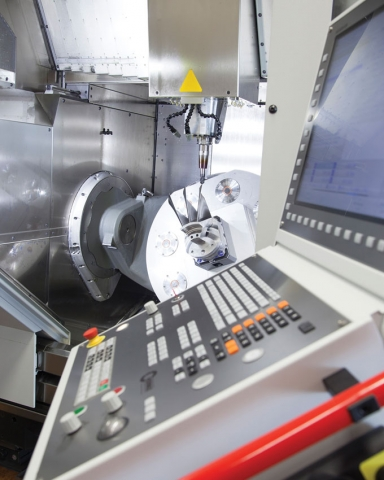 Heidenhain's TNC 640 CNC is a contouring control for milling and turning operations and also well-suited for high speed milling and five axis machining on machines with up to 18 axes.
