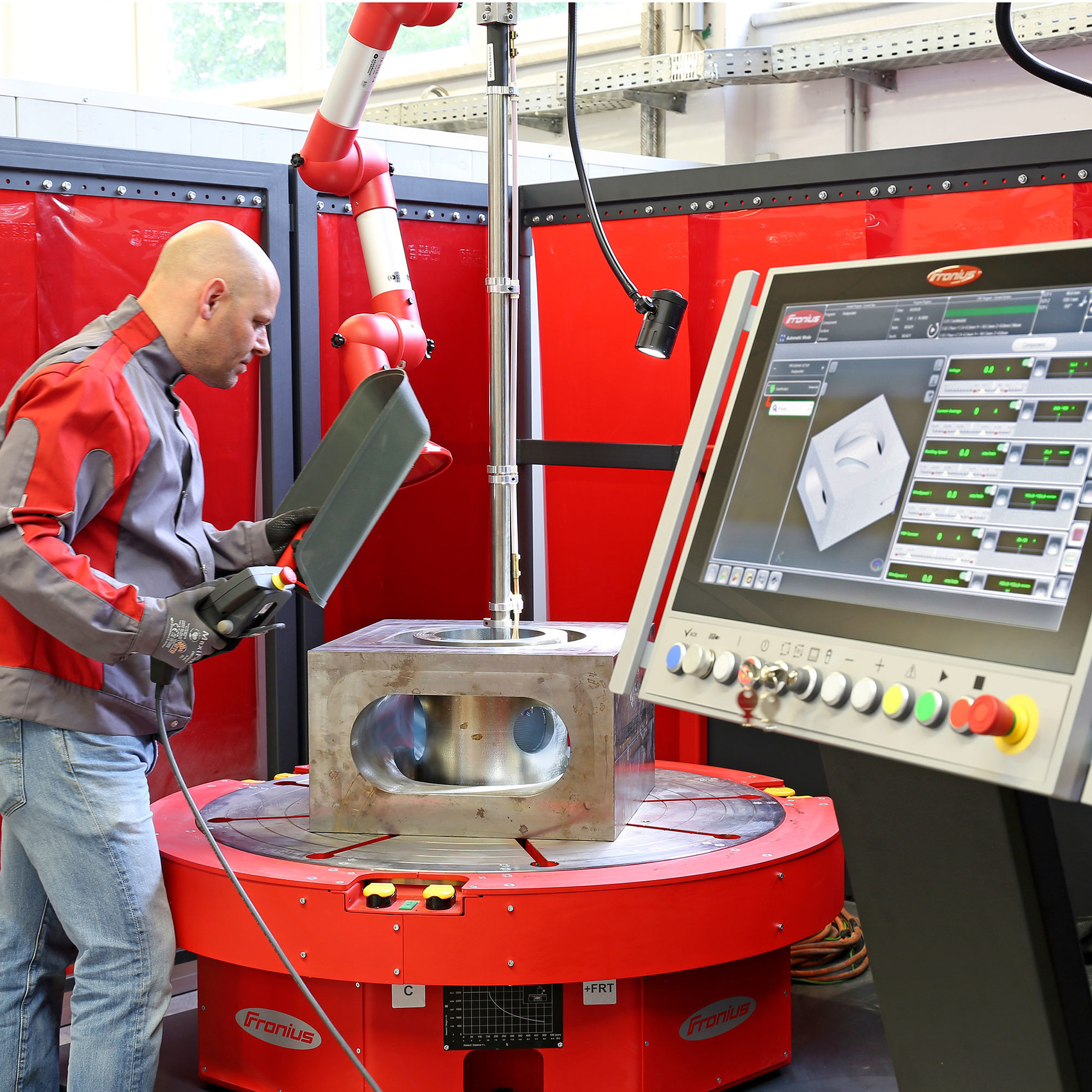 Fronius cladding machine handles components with a diameter of up to one meter and a maximum weight of 2,500 kilograms