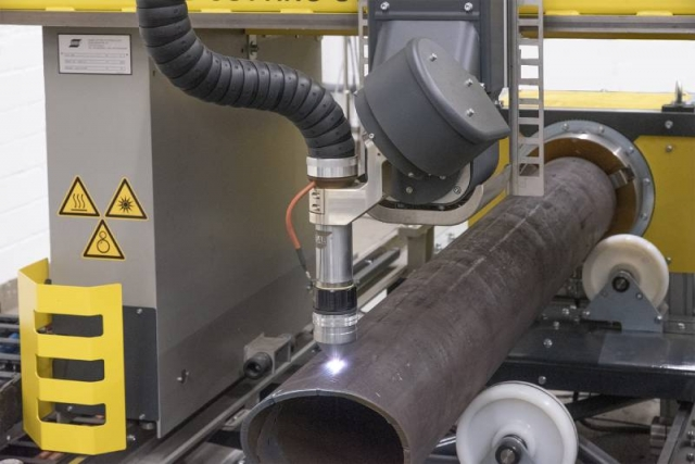 The SmartPipe system consists of a pipe turning unit with a manually adjustable chuck and a CNC-controlled turning axis