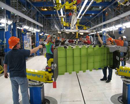 Production of the 787 vertical fin at the Boeing Frederickson Composite Manufacturing Center in Frederickson, Wash. PHOTO: The Boeing Co.