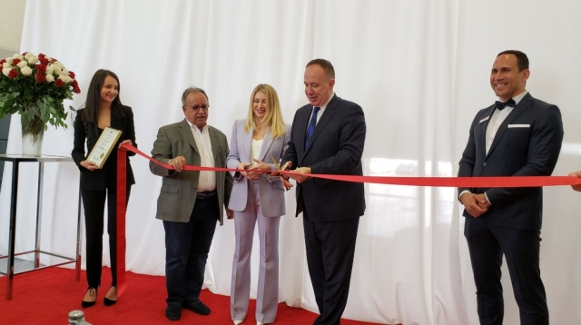 Vaughan mayor Maurizio Bevilacqua, second from right with Irina Solovianenko, centre, Tony Carella, Vaughan councillor, second from left, and at far right Durma regional sales executive Ervin Umit