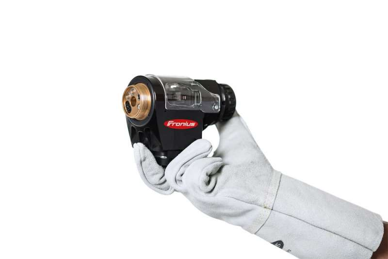 The new Robacta Drive TPS/i push-pull robotic welding torch from Fronius features an unprecedentedly compact design and impressive cost-effectiveness.