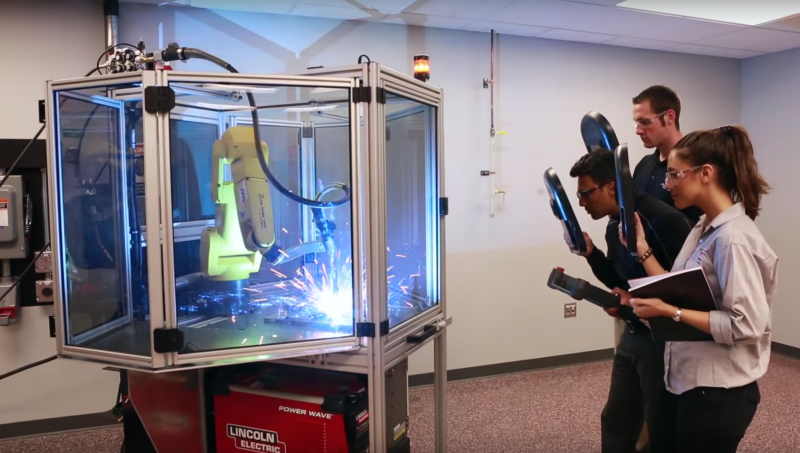 Lincoln Electric's robotic education cell for training