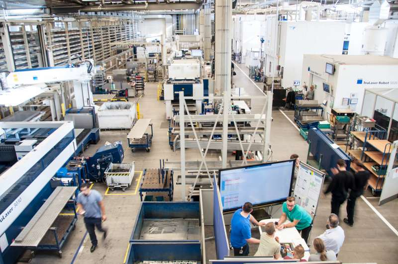 Digital connectivity in production increases overall productivity, flexibility, and process stability. A view of TRUMPF's assembly hall in Ditzingen.