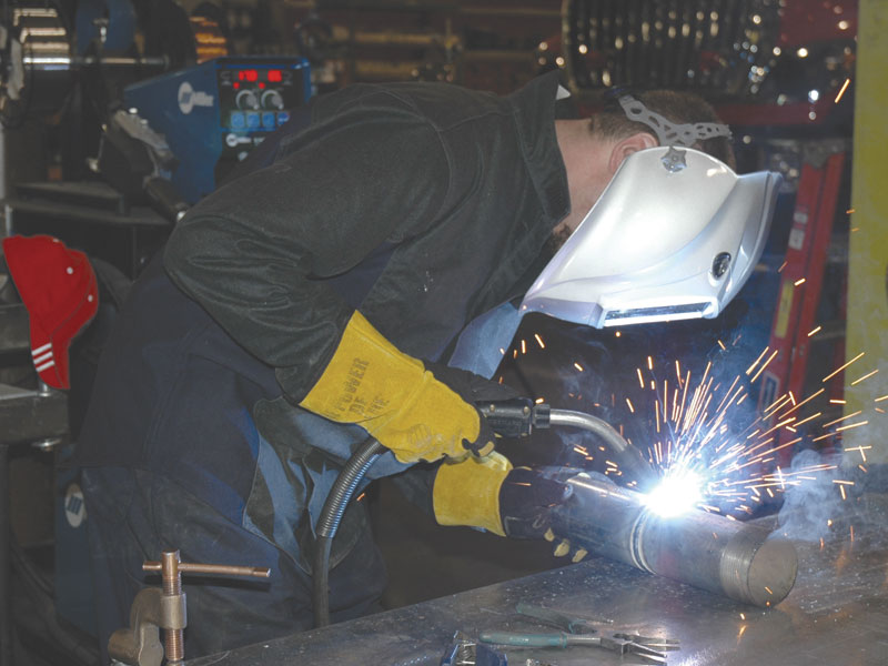 Selecting the right gun for the job is important to achieving good results and realizing the benefits MIG welding can provide. Gun choice can have a significant impact on productivity, downtime, weld quality and operating costs, not to mention welding operator comfort.